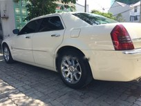 Cần bán lại xe Chrysler 300C Hemi 5.7 V8 đời 2006, màu trắng, nhập khẩu nguyên chiếc, giá 735tr