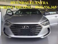 Bán xe Hyundai Elantra 2017, màu bạc
