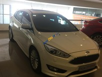 Bán ô tô Ford Focus năm 2016, màu trắng, nhập khẩu nguyên chiếc