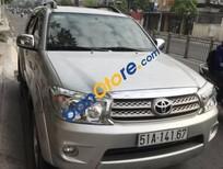 Cần bán Toyota Fortuner 2.7V đời 2011, màu bạc