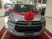 Bán xe Toyota Innova 2.0E sản xuất 2017, màu bạc