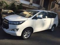 Cần bán Toyota Innova 2.0E năm 2017, màu trắng