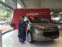 Cần bán Toyota Innova 2.0v 2017 màu đồng ánh kim
