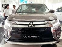 Bán xe Mitsubishi Outlander 2017, màu nâu, nhập khẩu chính hãng từ Nhật, giá tốt khu vực Quảng Trị
