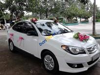 Cần bán lại xe Hyundai Avante năm 2011, màu trắng
