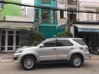 Nhà mình cần bán xe Toyota Fortuner 2014, máy dầu, màu bạc
