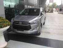 Bán ô tô Toyota Innova 2017, màu bạc