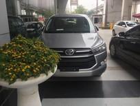 Cần bán Toyota Innova đời 2017, màu bạc