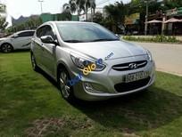 Cần bán xe Hyundai Accent Blue năm 2015, màu bạc xe gia đình