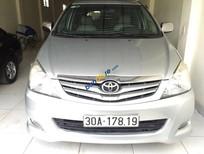 Cần bán xe Toyota Innova G đời 2011, màu bạc, xe đẹp