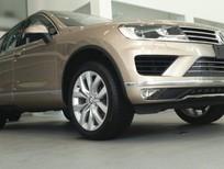 Bán ô tô Volkswagen Touareg GP sản xuất 2016, màu vàng, nhập khẩu nguyên chiếc