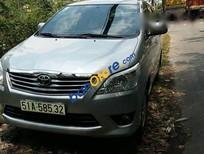Cần bán gấp Toyota Innova 2.0E 2013, màu bạc chính chủ, 665tr
