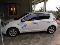 Tôi bán Hyundai i20 AT đời 2010, màu trắng, giá 400tr