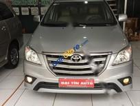 Cần bán xe Toyota Innova 2.0 E năm 2014, màu bạc