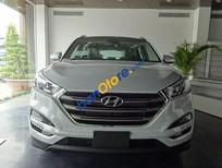 Cần bán xe Hyundai Tucson 2.0AT sản xuất 2017, màu trắng