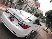 Cần bán lại xe Hyundai Sonata AT sản xuất 2010, màu trắng chính chủ