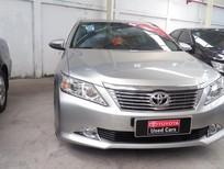 Cần bán gấp Toyota Camry 2.0E 2014, màu bạc giá cạnh tranh
