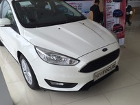Bán xe Ford Focus Trend 1.5 AT Ecoboost Hatchback 2017, màu trắng, giao xe ngay, hỗ trợ trả góp