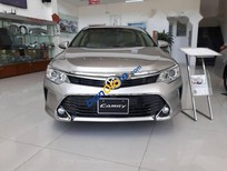 Cần bán xe Toyota Camry 2.0 2017, màu vàng