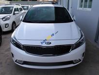 Cần bán xe Kia Cerato 2018, màu trắng, giá 530 triệu, ngân hàng hỗ trợ 80% giá trị xe