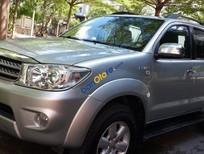 Bán Toyota Fortuner V 2 cầu số tự động máy xăng, đời cuối 2010, màu bạc xe tuyệt đẹp