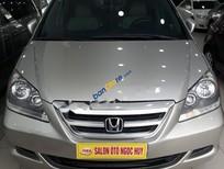Cần bán lại xe Honda Odyssey 3.5L sản xuất năm 2005, màu bạc