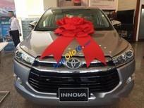 Bán Toyota Innova V năm 2017, màu xám, giá tốt
