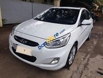 Cần bán lại xe Hyundai Accent 1.4AT năm 2015, màu trắng
