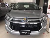 Cần bán xe Toyota Innova V sản xuất năm 2017, màu bạc giá cạnh tranh