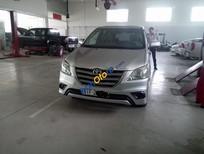 Cần bán lại xe Toyota Innova E năm 2015, màu bạc số sàn