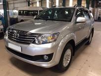Cần bán Toyota Fortuner V 4x2AT sản xuất năm 2012, màu bạc, 766tr