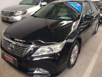 Cần bán Toyota Camry 2.0E 2013, màu đen, giá tốt, hỗ trợ cho vay 70%