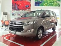 Bán Toyota Innova 2.0E sản xuất 2018, màu vàng