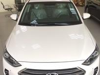Cần bán xe Hyundai Elantra đời 2018, màu trắng