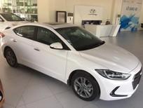 Cần bán Hyundai Elantra năm 2018, màu trắng