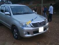 Bán ô tô Toyota Hilux đời 2012, màu bạc chính chủ, giá chỉ 450 triệu