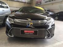 Cần bán Toyota Camry 2.0E đời 2013, màu đen. Hỗ trợ vay 70%