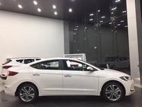 Bán Hyundai Elantra đời 2018, màu trắng