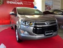Bán Toyota Innova V sản xuất 2017, màu bạc