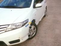 Cần bán lại xe Honda City đời 2014, màu trắng, xe nhập số sàn, giá 400tr