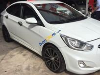 Nhà mình cần bán con Hyundai Accent 2012 số tự động, màu trắng