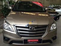 Cần bán Toyota Innova 2.0E năm 2015, màu vàng, 670tr