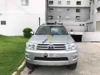 Cần bán Toyota Fortuner 2.7V đời 2011, màu bạc xe trùm mền 01 chủ