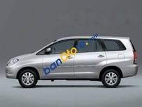 Gia đình bán Toyota Innova 2.0 E đời 2014, màu bạc