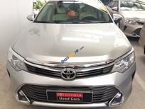 Bán Toyota Camry 2.0E đời 2015, màu bạc, hỗ qua ngân hàng 70%