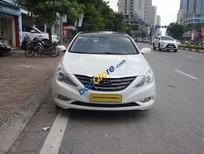 Cần bán Hyundai Sonata 2.0AT 2011, màu trắng, xe nhập