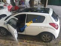 Cần bán xe Hyundai i20 AT đời 2010, màu trắng, giá tốt