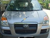 Xe Hyundai Starex đời 2004, màu bạc, xe nhập