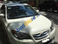 Cần bán gấp Hyundai Avante AT đời 2014, màu trắng