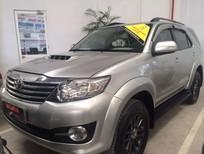 Cần bán xe Toyota Fortuner dầu 2015, màu bạc